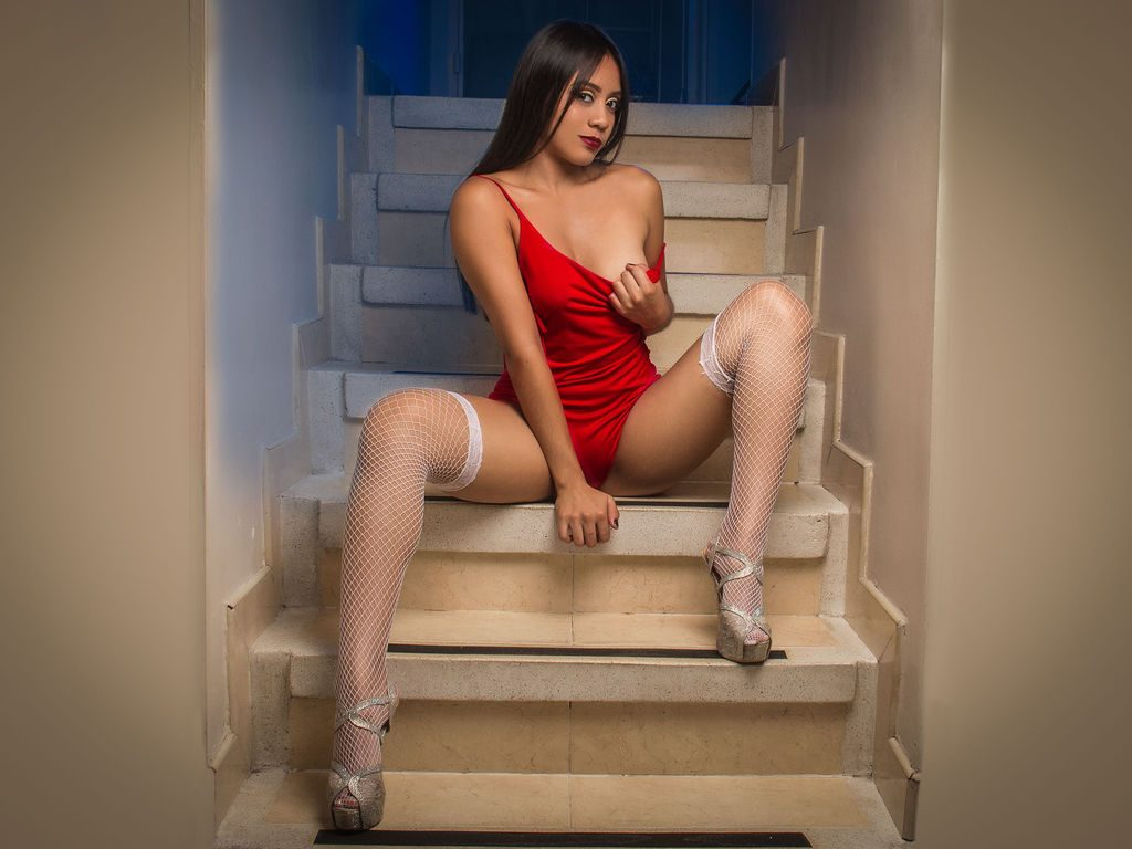 HannaWhatson red dress cam girl
