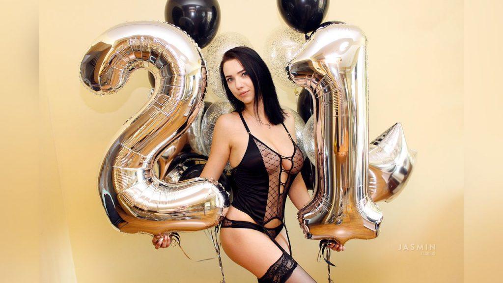 xLORRIx sexy 21 years old