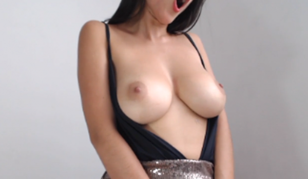 girl flash torpedo tits