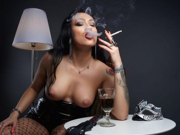 Goddess jessicaa smoking bare tits