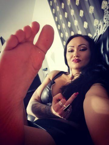 worship her foot jessicaa
